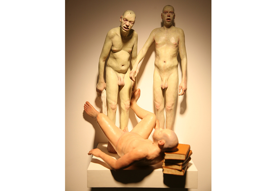 kg-Richard-Stipl_Ritual_Ceramic-Objects_Figure_Beige_73x17x10cm
