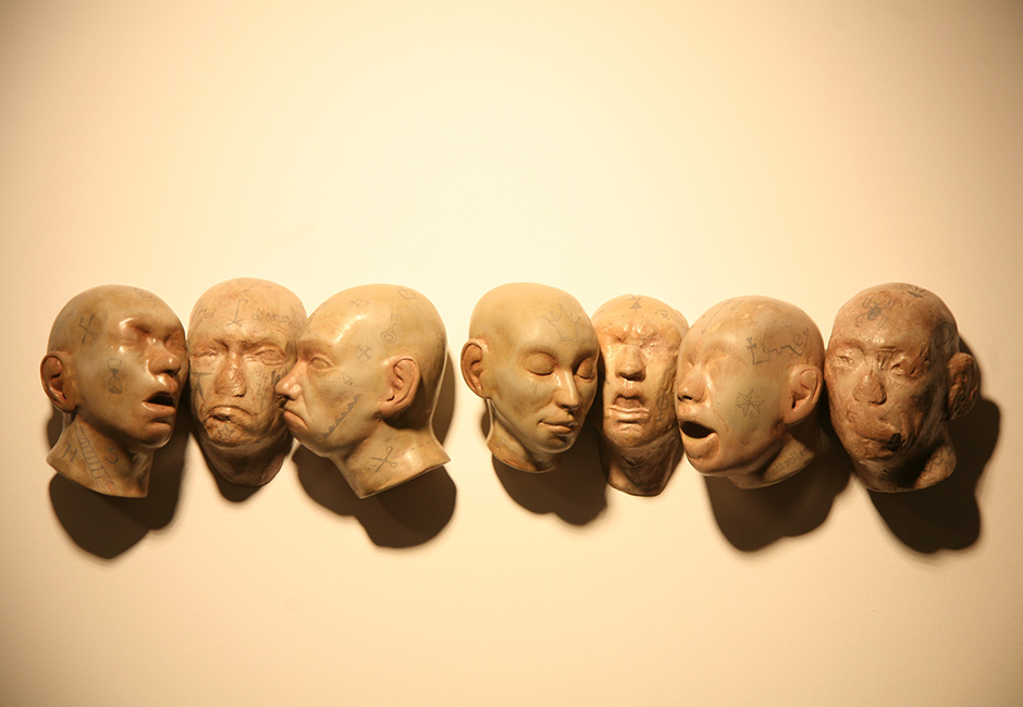 kg-Richard-Stipl_Seven-Head_Ceramic-Objects_Heads_50x10x10cm